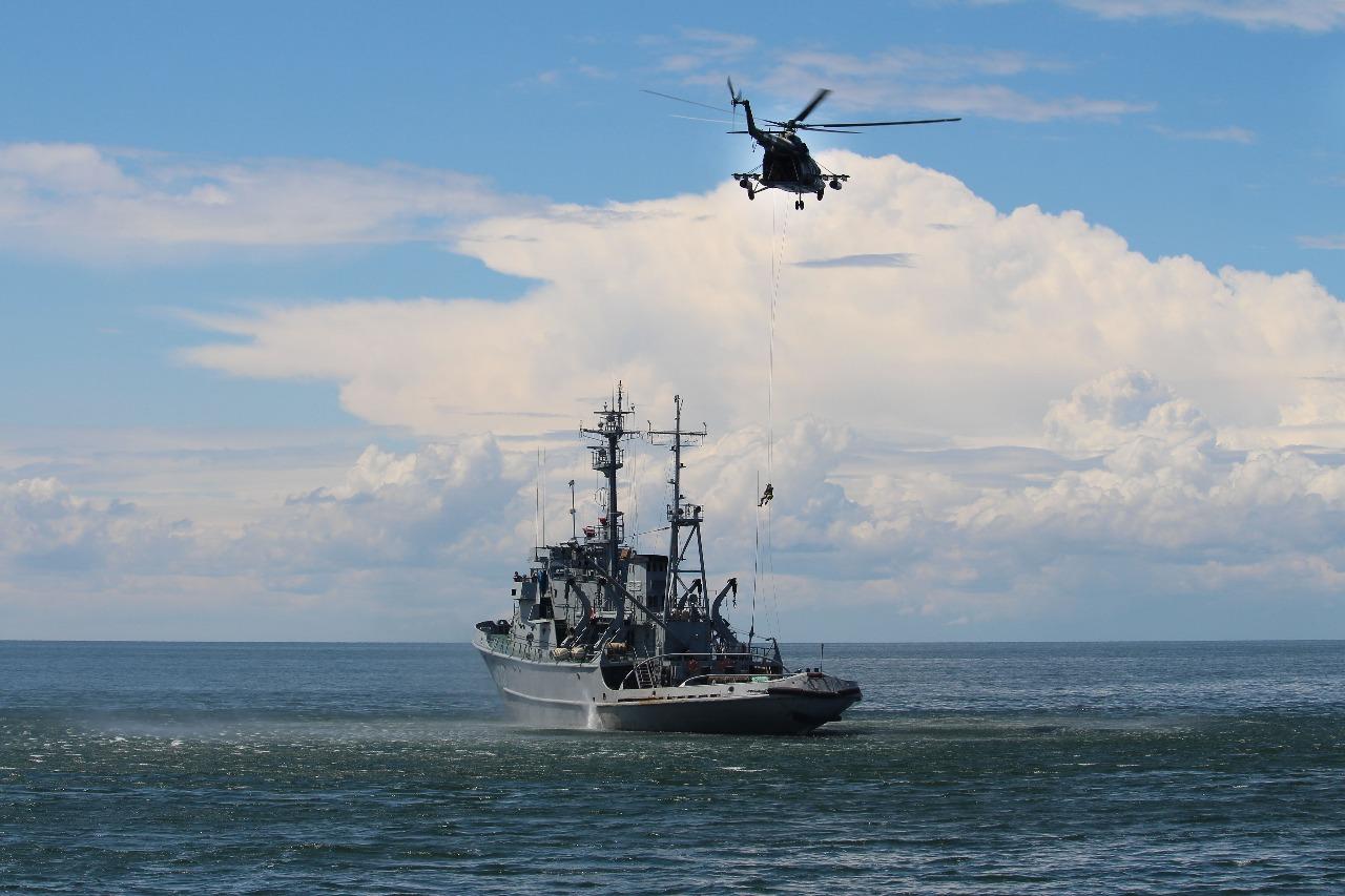 """На острове Змеиный спецназ флота и морских пограничников штурмом взял """"террористов"""""""