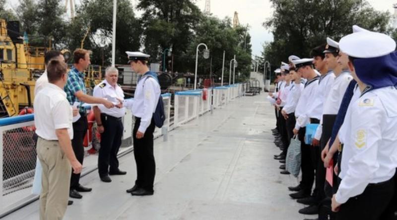 В Измаильском порту студенты-судоводители проходят плавательную практику