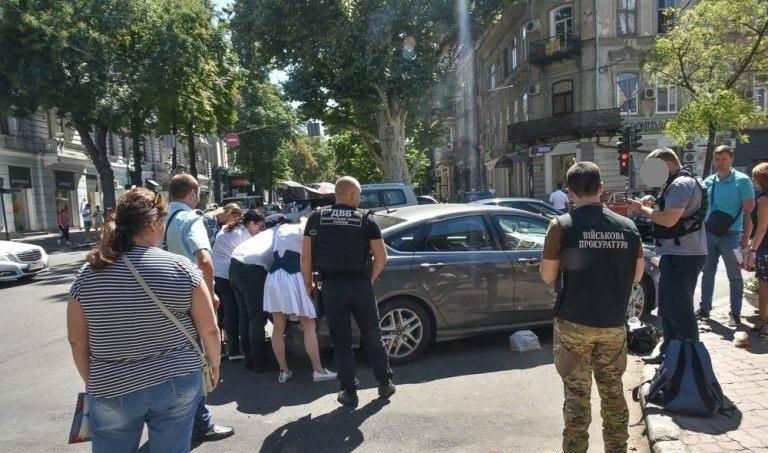 В Одессе на взятке задержали замначальника райотдела полиции. В кабинете обнаружены валюта и золото