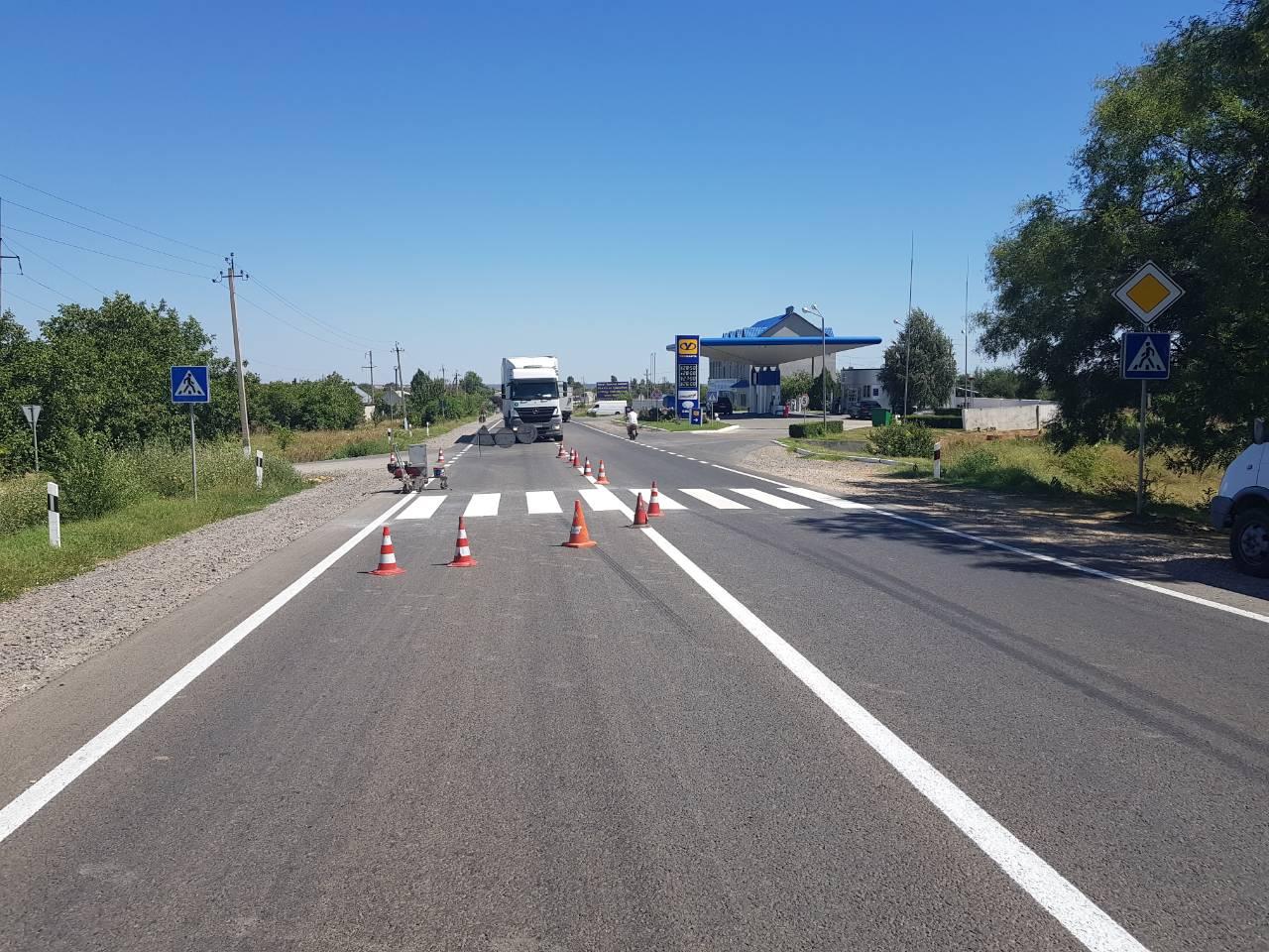 Свеженькая разметка и переходы из холодного пластика - безопасность трассы Одесса-Рени обновляют