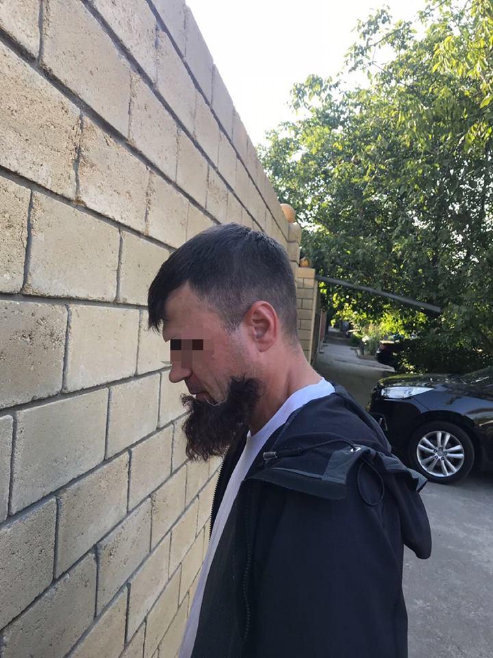 """В Одессе задержали киллера из банды """"Олега Ренийского"""" благодаря тому, что у него отклеилась """"борода"""""""