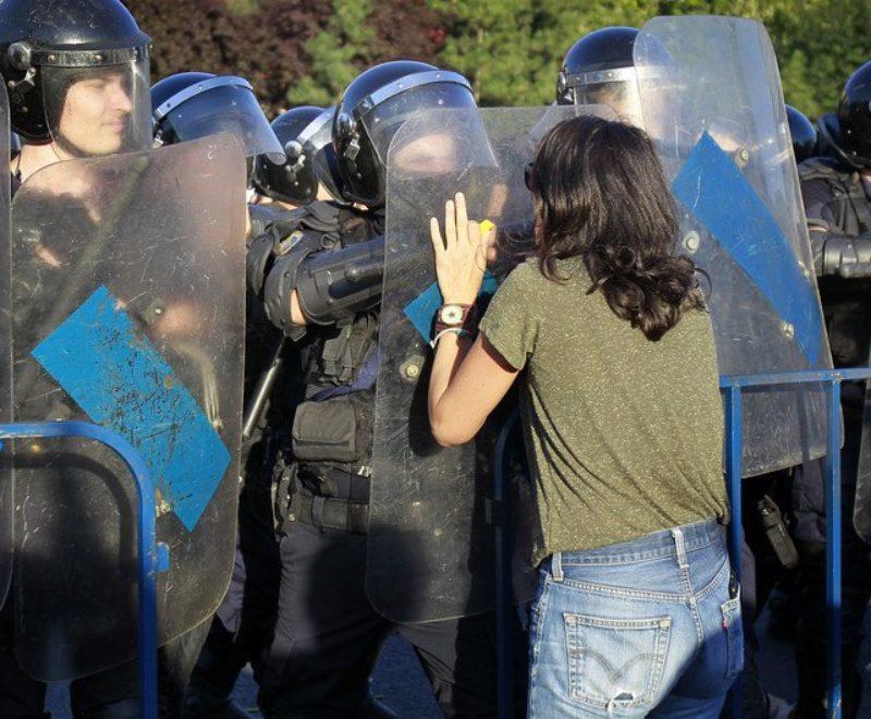 """Многотысячный """"майдан"""" в Румынии: в результате разгона демонстрантов пострадало более 400 человек"""