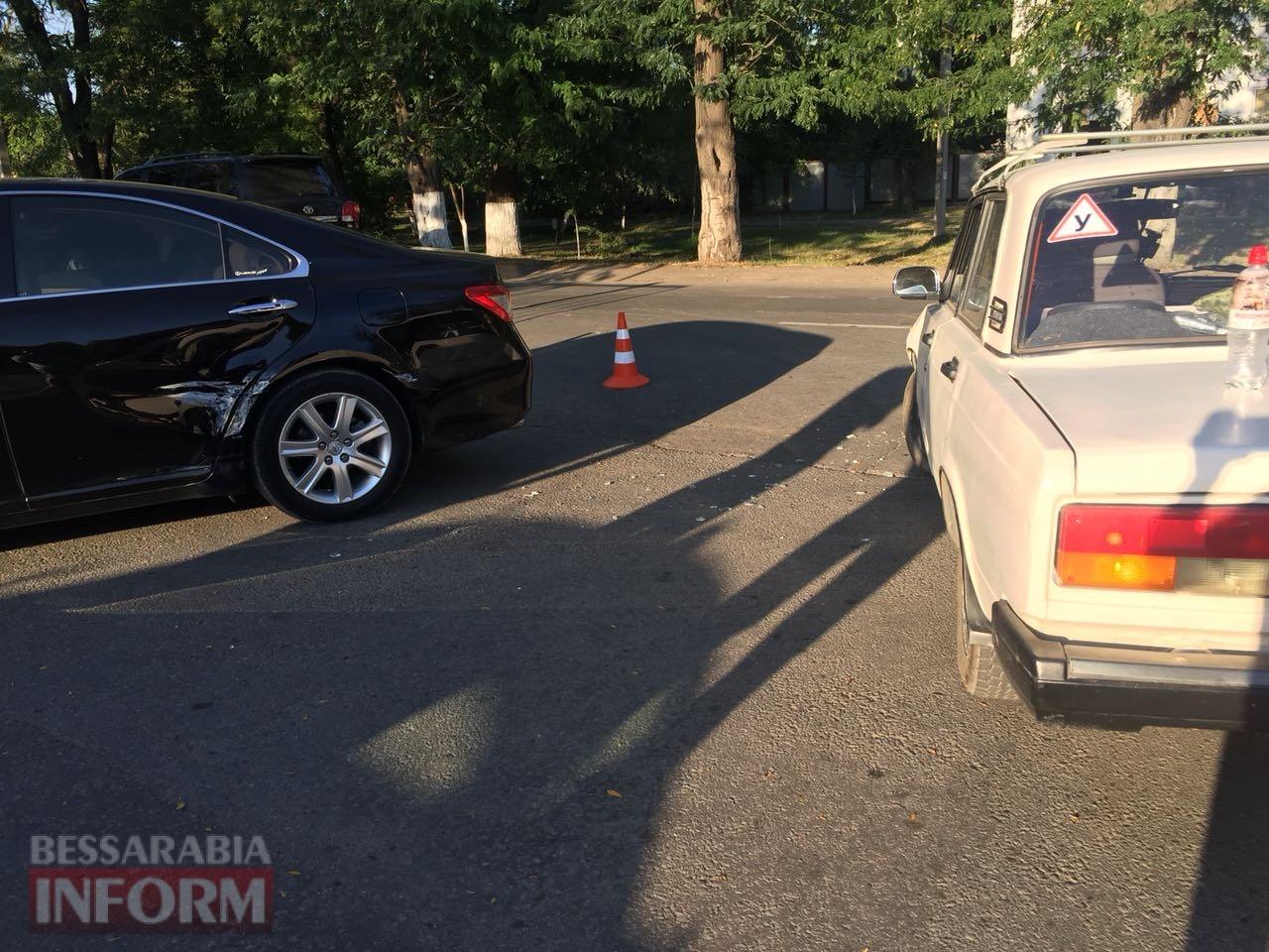 """В Измаиле на выезде с парковки Таврия-В """"семерка"""" """"подбила"""" Lexus"""