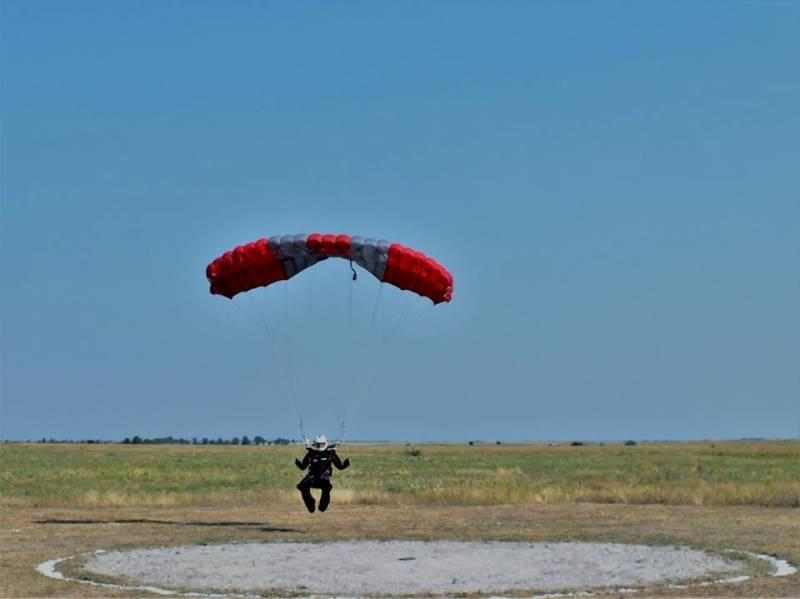 Спецназовцы провели над Черным морем парашютные соревнования