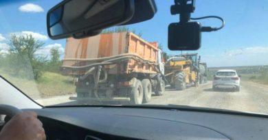 На ремонтируемой трассе М-15 из-за халатности рабочих столкнулись 4 автомобиля — есть пострадавшие