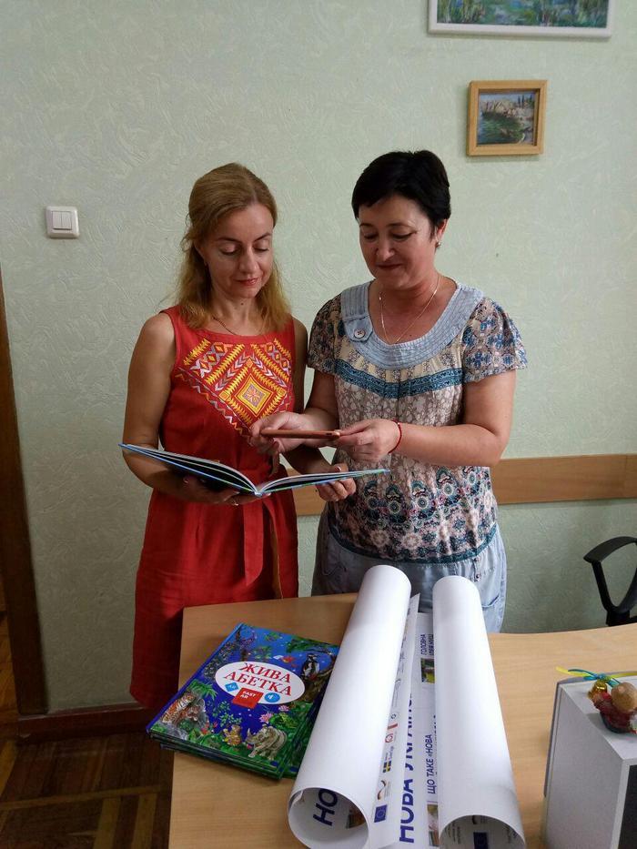 """Подарок от губернатора: в школы Измаила поступили интерактивные 3-D книги """"Живая азбука"""""""