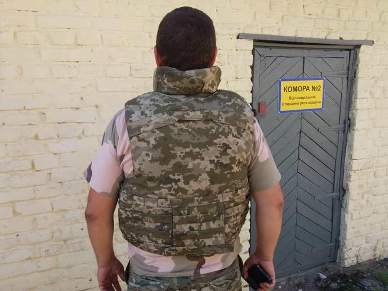 Министерство обороны показало новыеоблегченные бронежилеты в цвет формы ВСУ