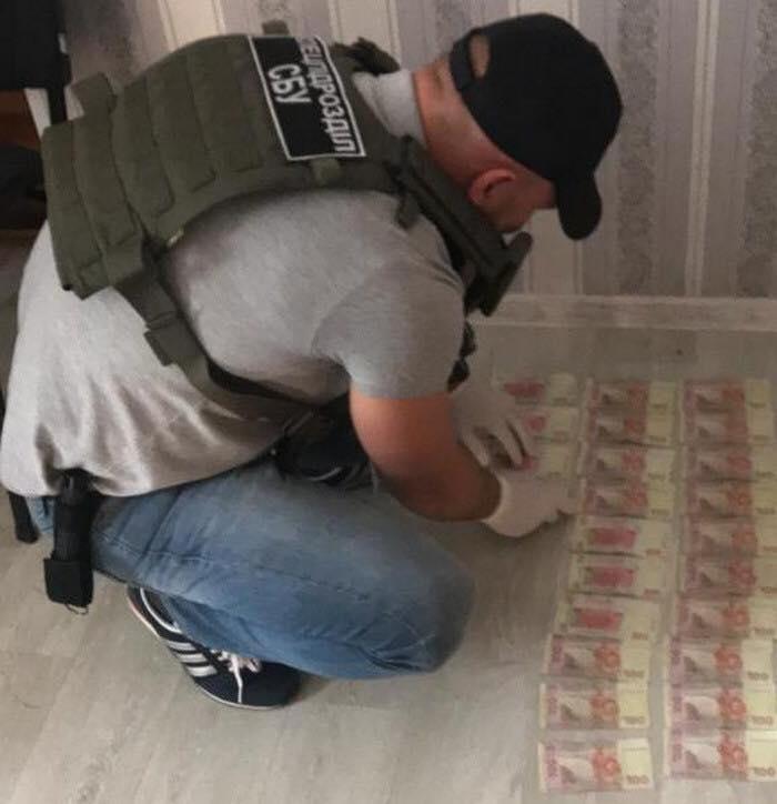 """В Одесской области задержаны госслужащие, которые за деньги """"помогали"""" должникам по кредитам"""