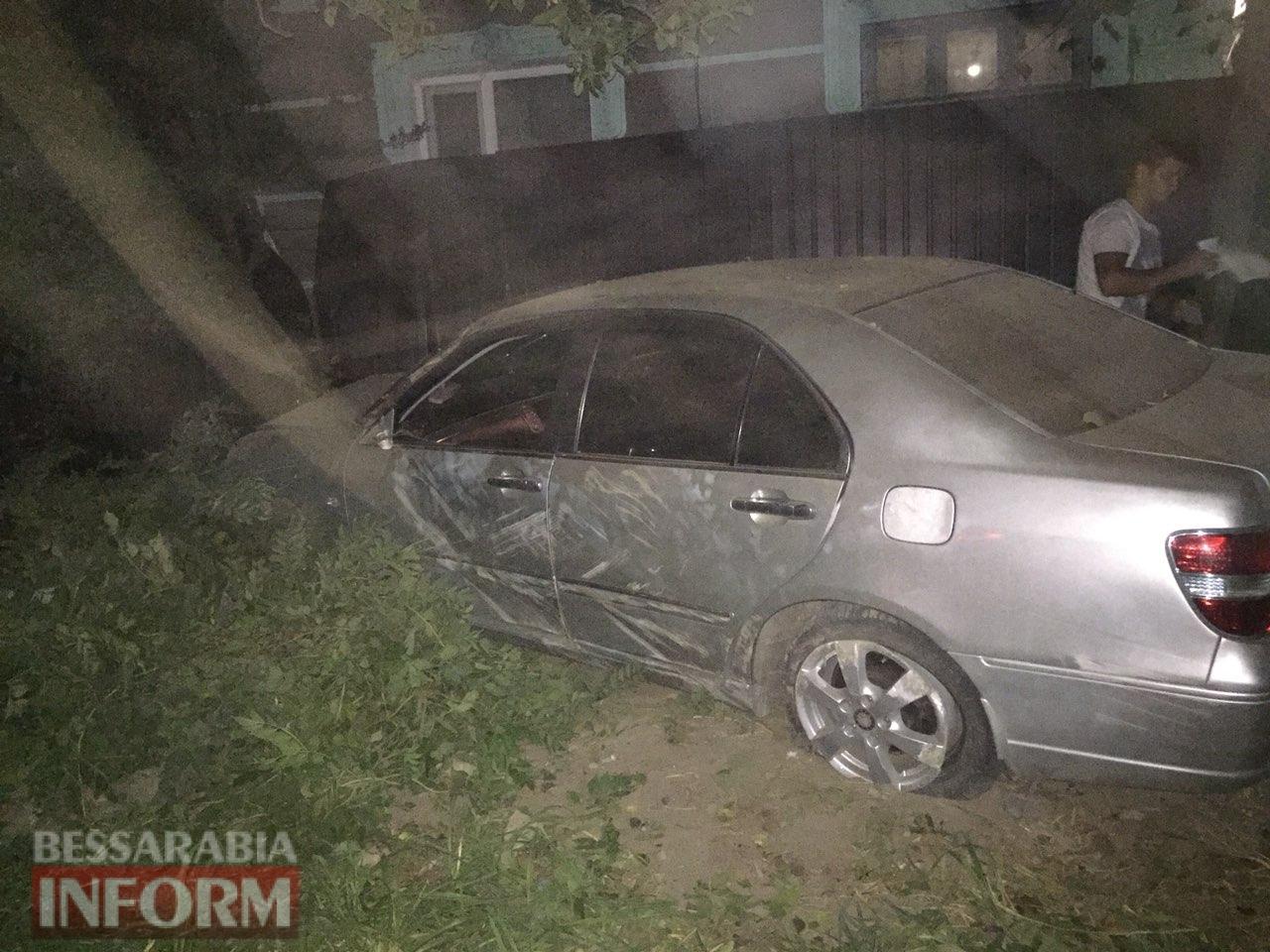 В Измаиле ночью пьяный водитель без прав слетел с дороги в забор жилого дома