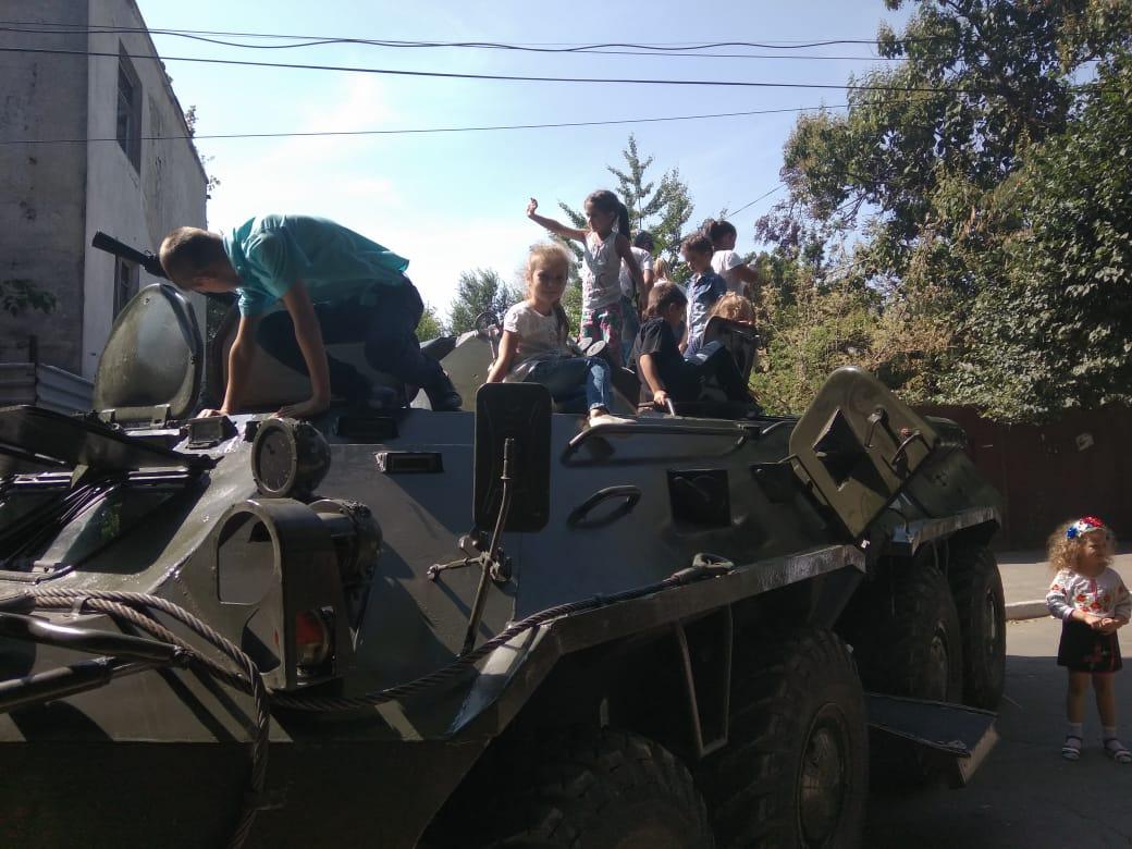 К юбилею города Рени пограничники устроили выставку военной техники и подарили праздничный концерт