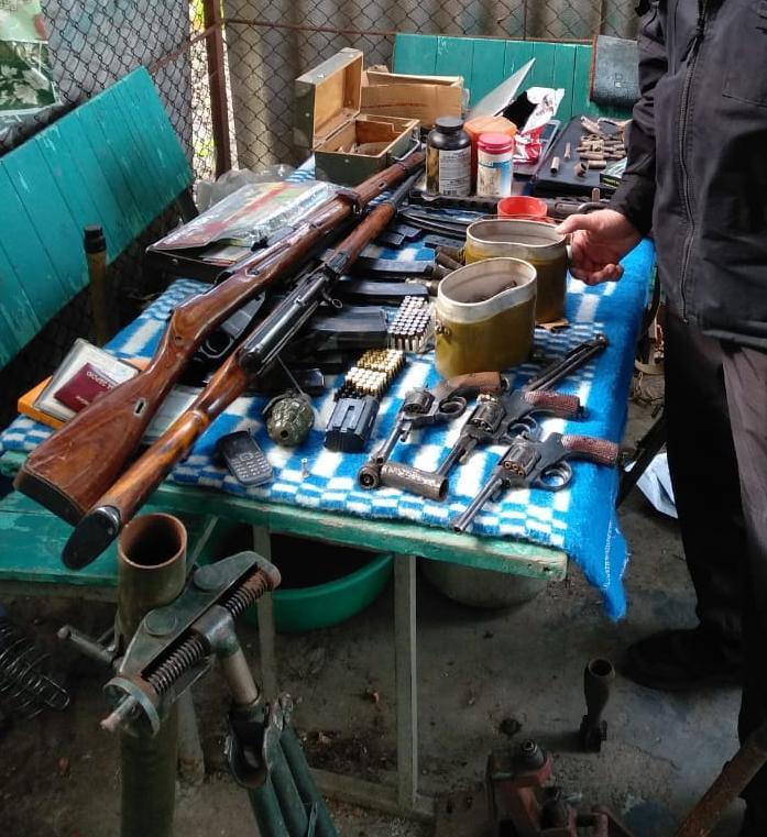 """Минометы, винтовки, автоматы и самодельные снаряды - в Одесской области обнаружен """"мастер"""" с сотнями боеприпасов"""