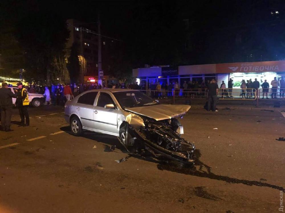 В Одессе BMW влетела в толпу прохожих: трое погибших и четверо пострадавших