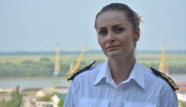 О традициях посвящения в моряки Дуная и сложности профессии штурмана: интервью с женщиной-судоводителем УДП