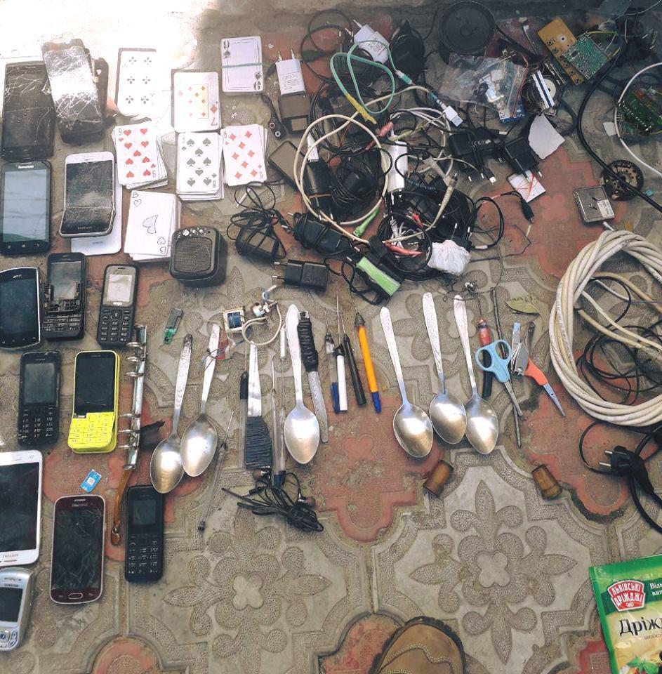Карты, заточки, брага и наркотики: в Измаильском СИЗО прошел масштабный обыск