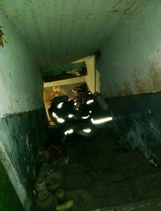 Отравились парами брожения вина: два трупа достали спасатели из погреба в Белгород-Днестровском районе