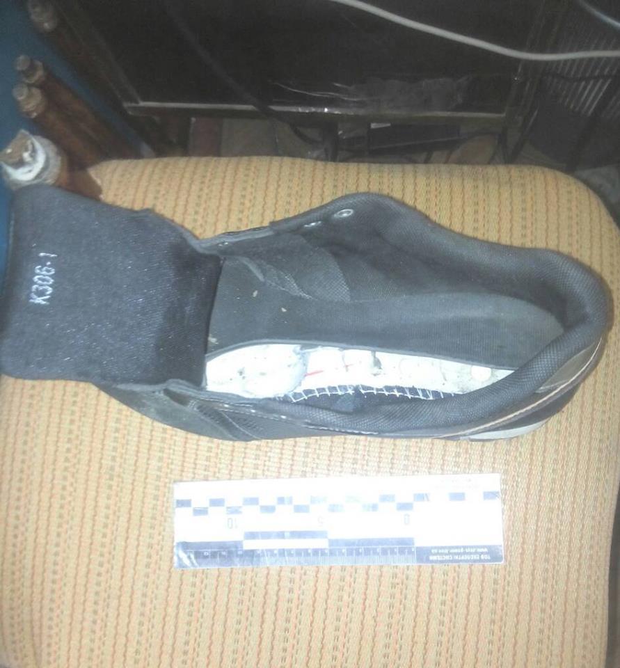 Посетительница Измаильского СИЗО пыталась пронести наркотики в подошве кроссовок