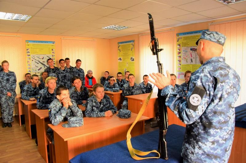 Измаильские лицеисты с визитом у морских пограничников: познакомились, попрактиковались, вдохновились