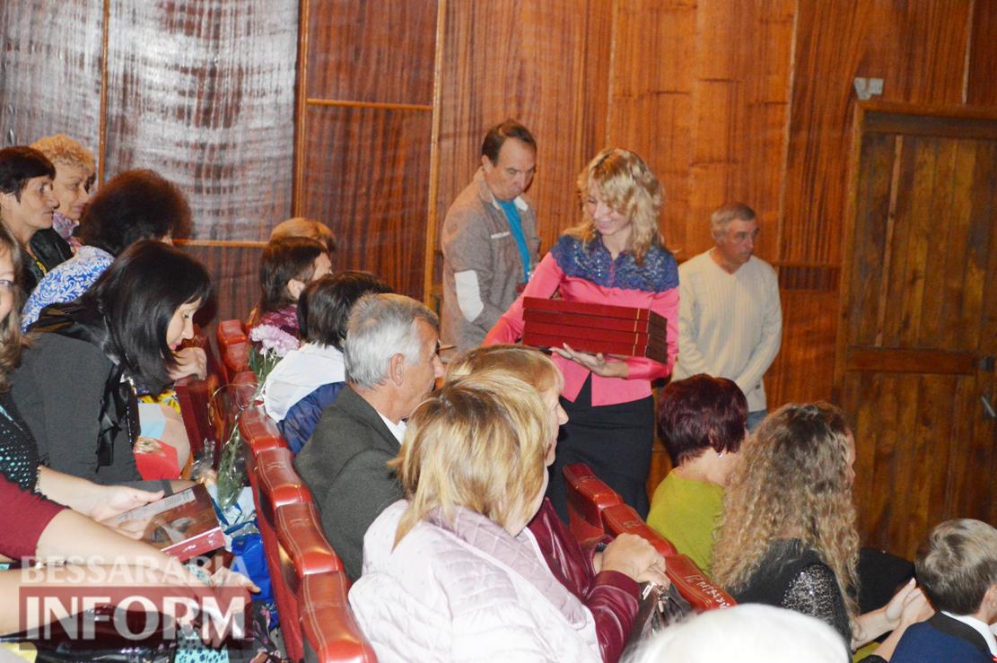 В Килии торжественно поздравили с профессиональным праздником учителей