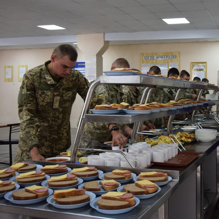 Пищевое довольствие по-новому: военных ВМС Украины в Одесской области кормят по каталогам