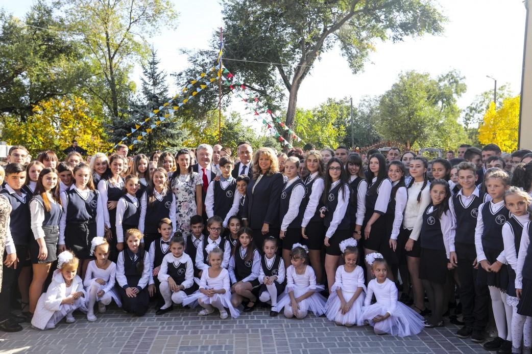 Президент Украины на праздновании 160-летия гимназии в Болграде пообещал защиту национальным меньшинствам