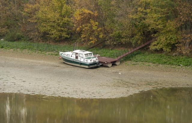 Главная река Европы или пустыня? Уровень Дуная в Венгрии упал до рекордного минимума - суда не ходят (ФОТО)