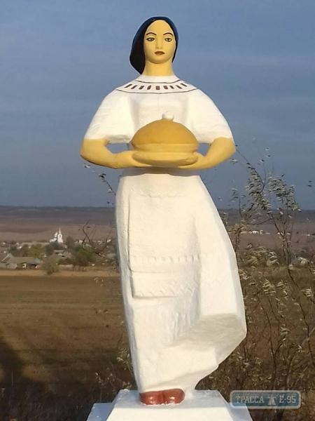 В Болградском районе отреставрировали народные скульптуры, которые знают все в Бессарабии (ФОТО)