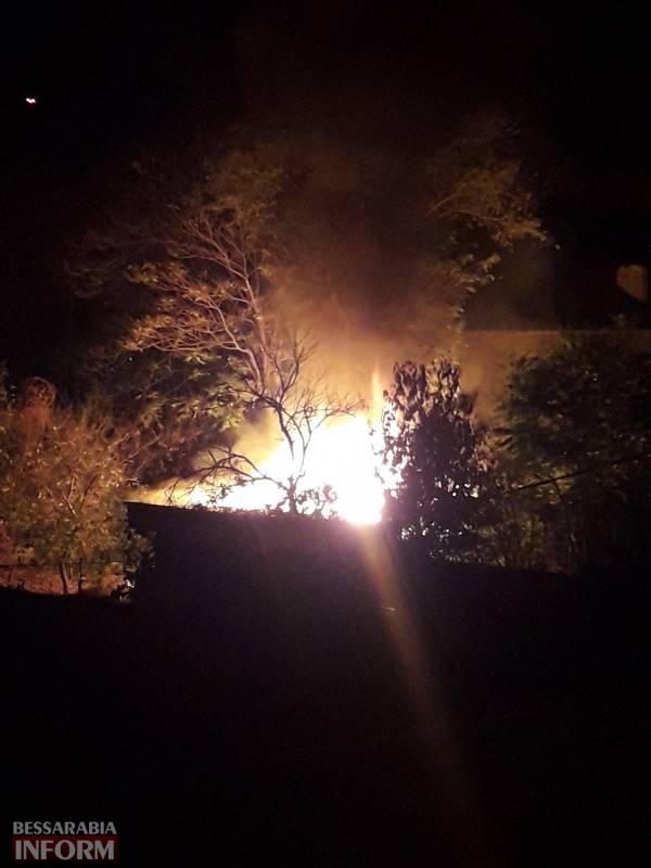 В Измаиле ночью на Холостякова горели хозпостройки - огонь было видно за несколько кварталов