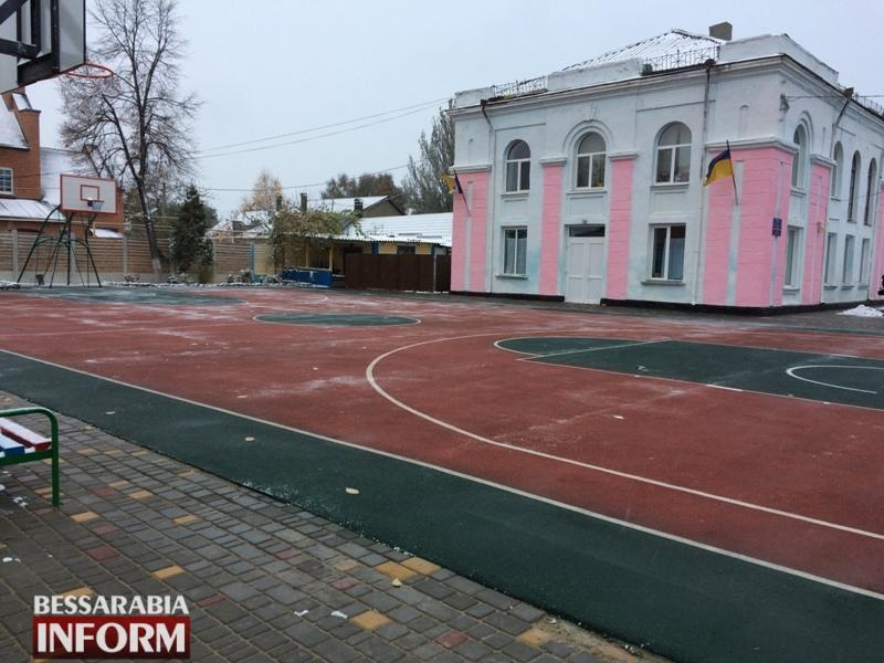 В измаильском СОЦе торжественно открыли профессиональную баскетбольную площадку (ФОТО)
