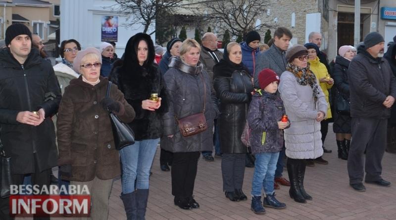 """Жители Белгород-Днестровщины присоединились к всеукраинской акции """"Зажги свечу памяти"""" (фото)"""
