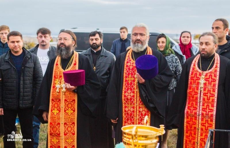 Болградский р-н: при въезде в село Криничное в храмовый праздник освятили Поклонный Крест