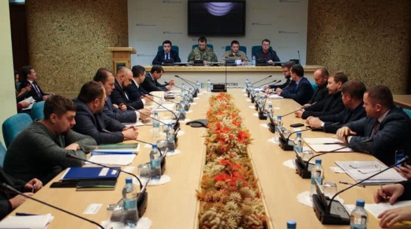Железная дорога будет работать в особом режиме из-за введения военного положения - министр инфраструктуры
