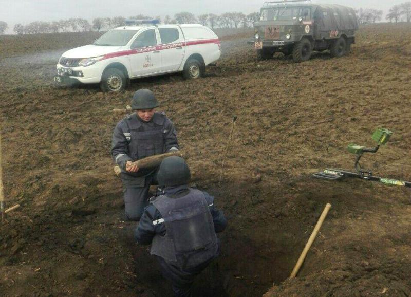 В Саратском районе откопали более полусотни артснарядов времён ВОВ