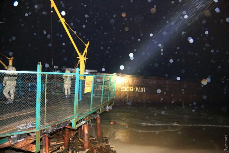 Потерпевший бедствие измаильский буксир тянул за собой баржу УДП с грузом контрабандных сигарет из Крыма