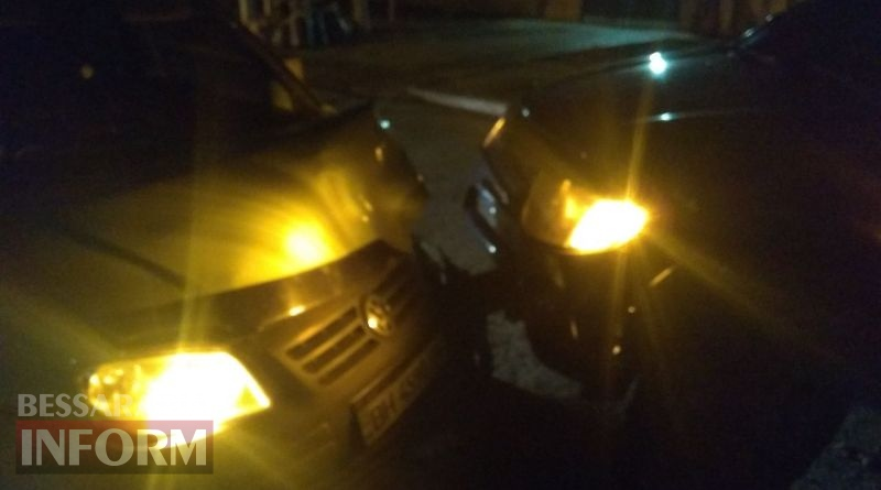 Вечернее ДТП в Измаиле: возле роддома не поделили дорогу Volkswagen Caddy и Mitsubishi L200
