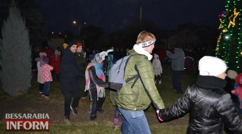 В Аккермане зажгли огни на главной ёлке города (фоторепортаж)