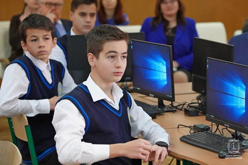 Дистанционный педагог: в школах Одесской области стартовал новый образовательный проект «Учитель +»