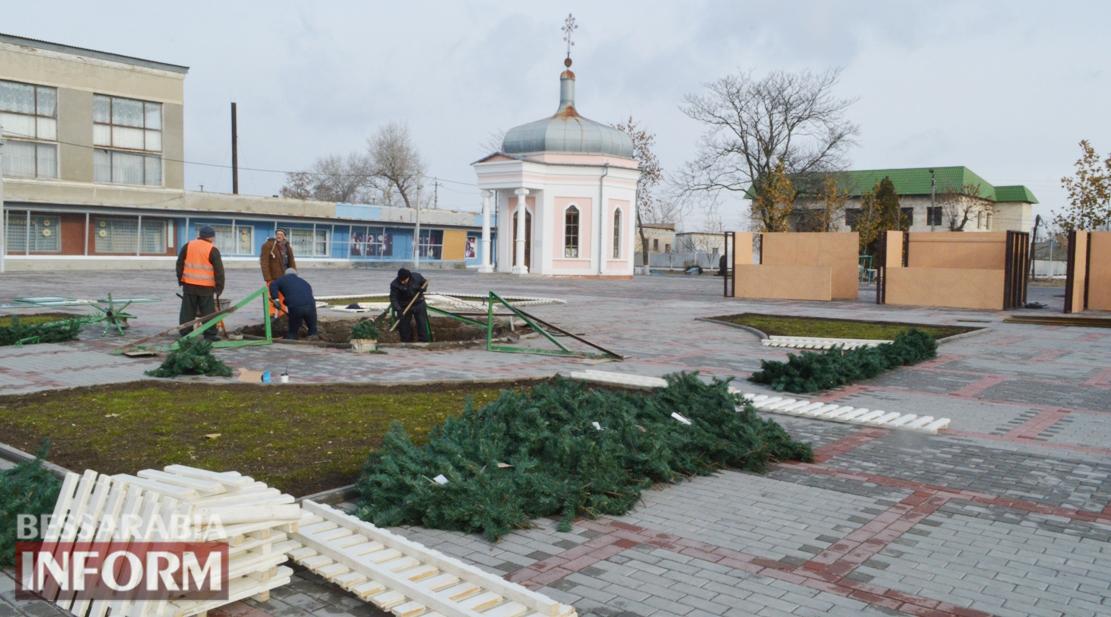 В Килии приступили к установке главной ёлки и Рождественской деревни (фотофакт)