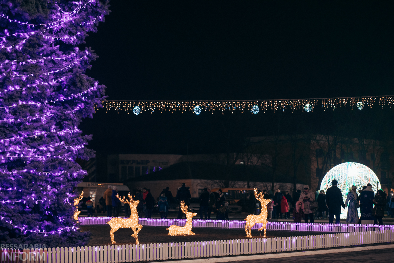 Новогодняя сказка в Измаиле: волшебные снимки ночной центральной площади