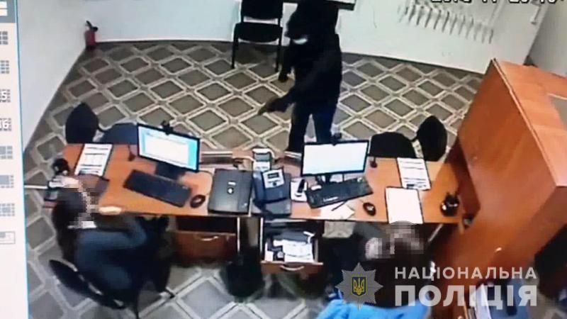 """В Одессе задержали грабителя-рецидивиста, """"специализировавшегося"""" на финучреждениях (фото, видео)"""