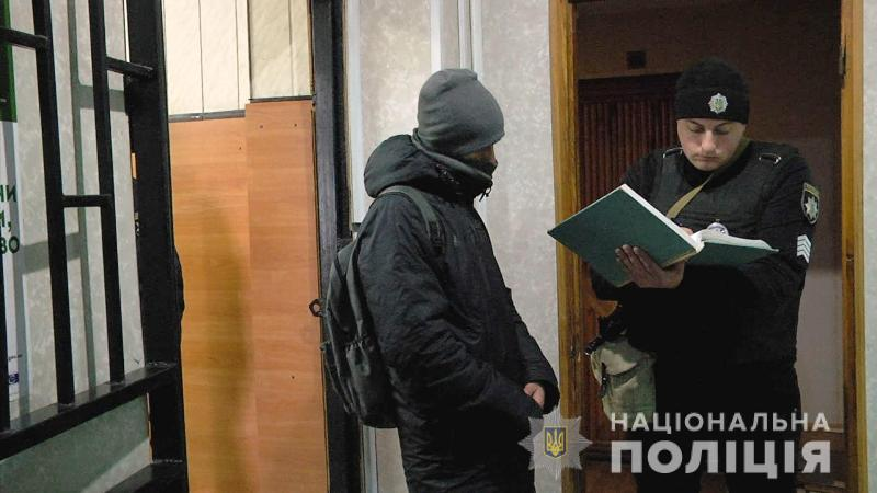 В Одессе полицейские «на горячем» задержали карманника (фото, видео)