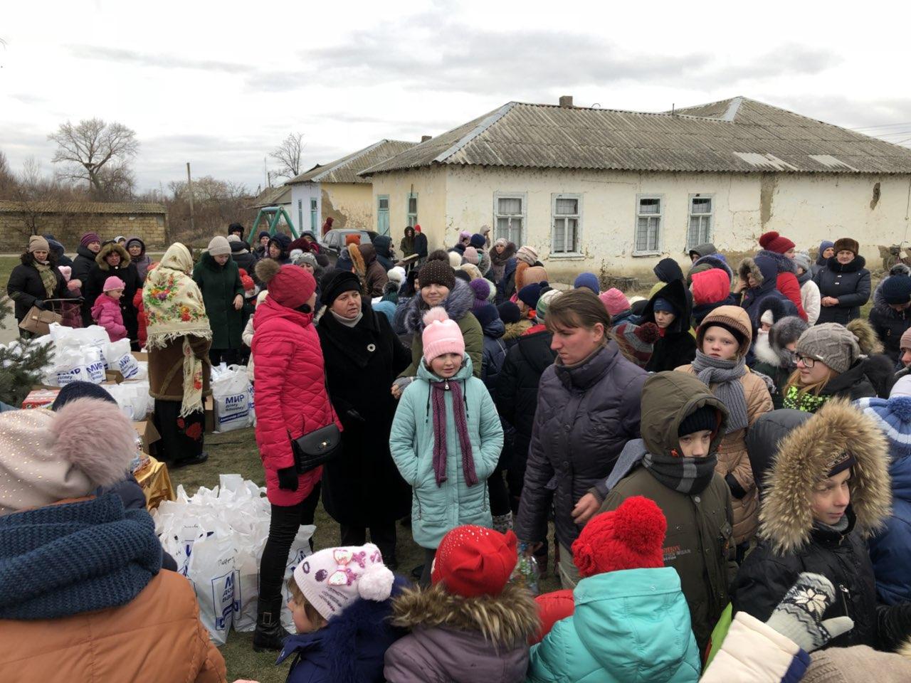 В селе Килийской ОТГ у нововысаженной главной елки прошел грандиозный благотворительный новогодний праздник для детей