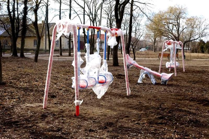 """В Болграде зимой """"выросли джунгли"""": в городе завершается установка крупнейшей детской площадки"""