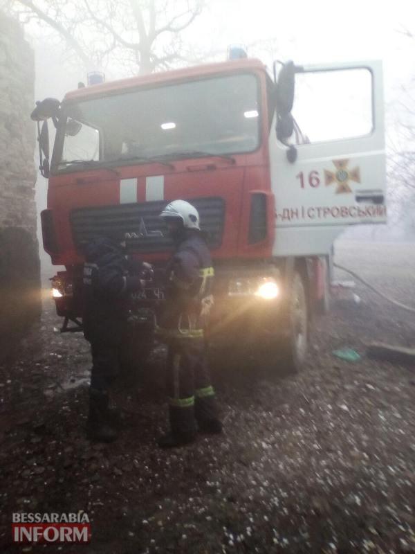 В Белгород-Днестровском районе в результате пожара в заброшенном здании сгорело три автомобиля