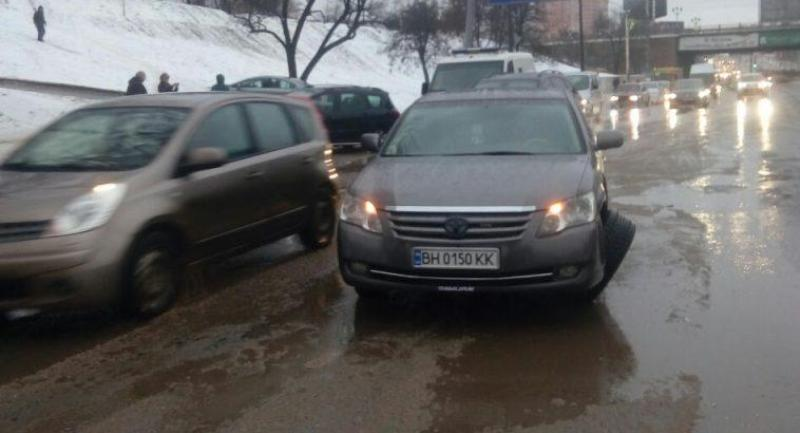 В Одессе произошло ДТП с участием бронетранспортера