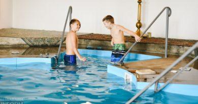 Крещенские купания в Измаиле: горожане массово окунались в Дунай и в купель при храме
