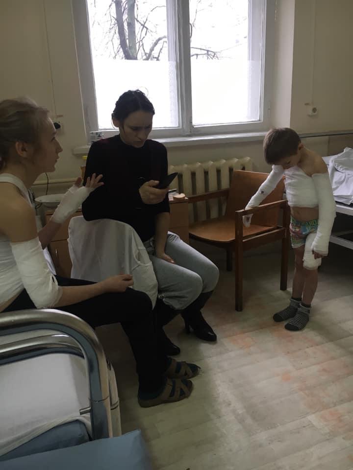 В Одесской области братик и сестричка обварились кипятком из бидона с водой для стирки