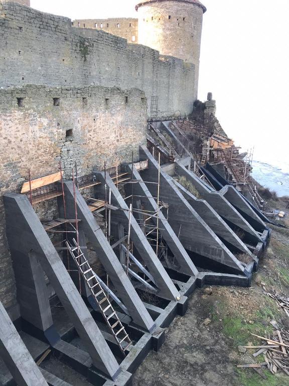 Проведение аварийных работ в Аккерманской крепости временно приостановили