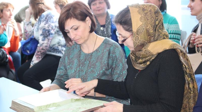 Александр Дубовой подарил более 300 старинных книг из собственной коллекции библиотекам Бессарабии
