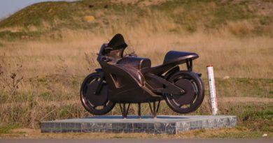 На выезде из Килии в результате ДТП снесли скульптуру-памятник, установленную в память о погибшем на этом же месте мотоциклисте