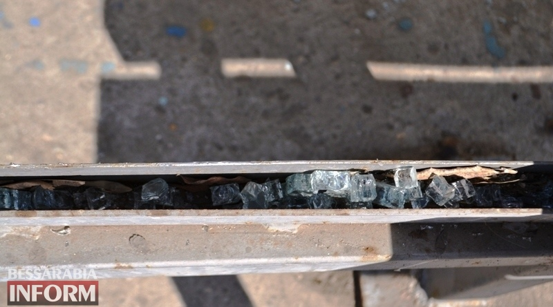 Вандалы разбили очередную остановку в центре Аккермана (фотофакт)